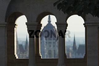 Budapest, Ausblick von der Fischerbastei auf das Parlament