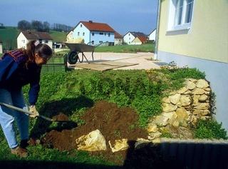 Steingarten bauen, Boden vorbereiten
