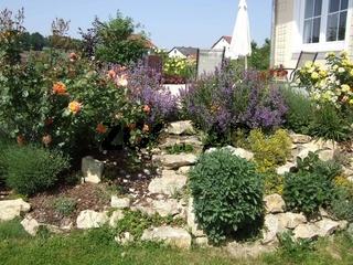 Steingarten mit Treppe