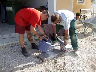Einfahrt pflastern Randsteine schneiden