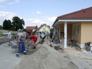 Einfahrt pflastern Beton mischen