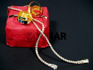 Geschenk | Present