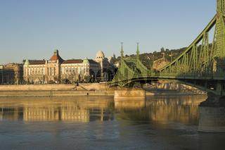 Blick auf die Freiheitsbrücke und das Hotel Gellért