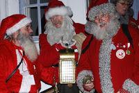 Weihnachtsmaenner im Gespraech miteinander, Gaellivare