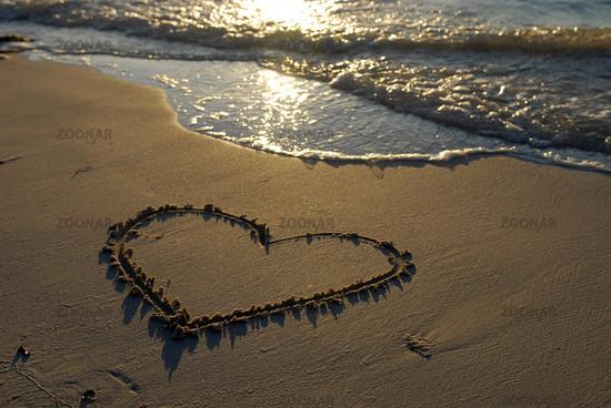 poppen am strand love bild