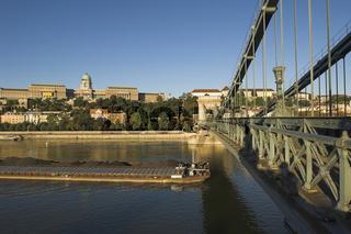 Budapest, Blick von der Kettenbrücke auf den Burgberg (Széchenyi lánchíd)