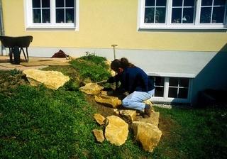 Treppe weiter aufbauen mit flachen Bruchsteinen