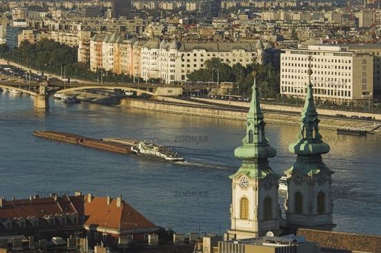 Budapest, Ausblick von der Fischerbastei auf Donau und St.Anna-Kirche
