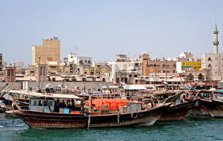 Skyline Dubai Creek, mit Dhows