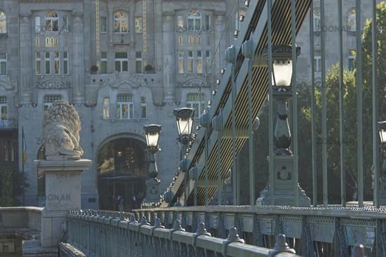 Budapest, Blick von der Kettenbrücke auf das Palais Gresham
