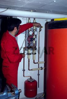 Solarkollektoren montieren Vorlauf-, Rücklauf