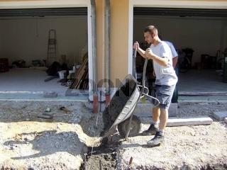 Einfahrt pflastern Beton einfüllen