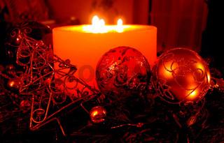 Rote brennende Kerze im Advent, Weihnachten