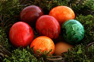 Buntes Osternest - colored Easter basket