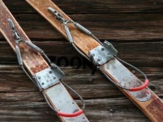 Antiquitäten/Old skis