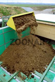 Tractor at biogas plant / Traktor, Biogasanlage
