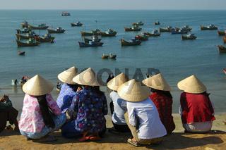 Fischerfrauen im Hafen von Mui Ne, Vietnam