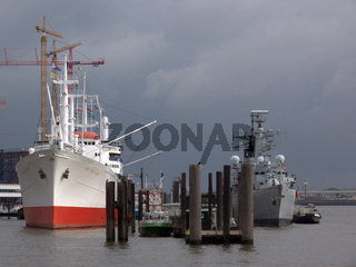 Cap San Diego und HMS Cornwall