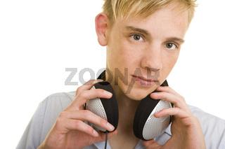 Kopfhörer um den Hals