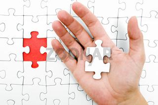 Puzzleteil in der Hand