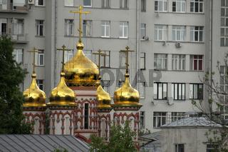 Orthodox und Plattenbau