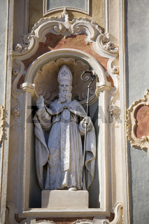 Heiligenfigur an der Kirche in Cervo i