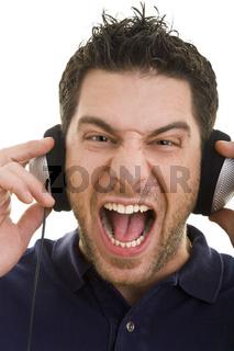 Laut Musik mitsingen
