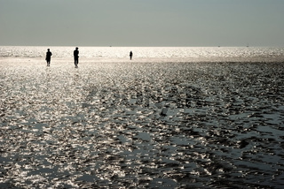 Drei am Strand / Three on the Beach