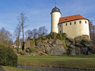 Kleine Burg auf Felsen
