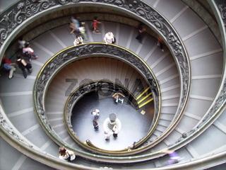Der Treppenaufgang der Vatikanischen Museen