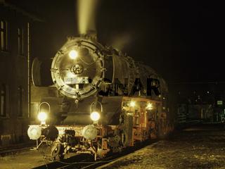 Nachtruhe im Bahnbetreibswerk.jpg