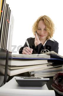 Am Schreibtisch telefonieren