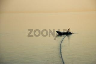 Einsames Schlauchboot