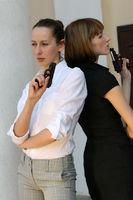Frauen mit Pistole