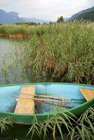 verstecktes Ruderboot am Kalterer See