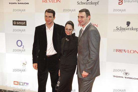 Foto Wladimir Und Vitali Klitschko Mit Frau Natalia Bild 1059470