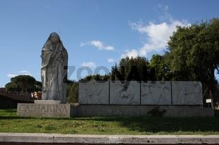 Rom, Denkmal Catharina von Siena neben Engelsburg