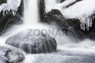 winterlicher Bachlauf, Dundret Naturreservat, Lappland