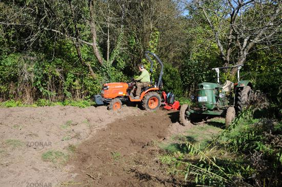 Foto Boden Frasen Mit Traktor Soil Tilling With Tractor Bild 9771207