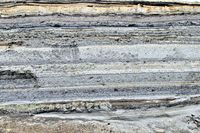 verschiedene Ascheschichten von Vulkanausbrüchen in Ecuador