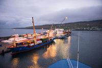 Containerschiffe auf den Färöer Inseln
