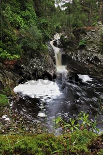 Wasserfall nahe Bruar in Schottland