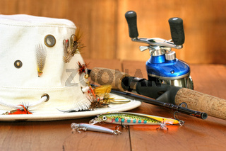 Fishing reel with hat and color lures