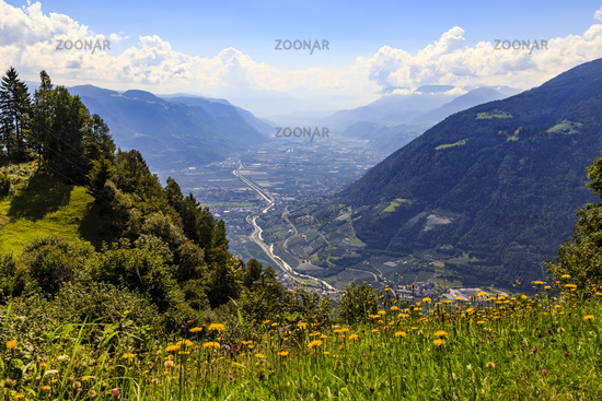 Etschtal in Südtirol bei Meran, Italien, valley of Adige in South Tyrol near Meran, Italy