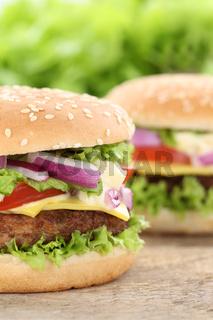 Cheeseburger Hamburger Closeup Nahaufnahme Fleisch Käse Tomaten Salat
