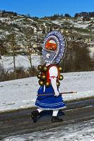 Schöner Klaus mit kunstvoll verzierter Haube, Alten Silvester, Urnäsch, Schweiz