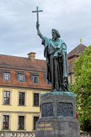 1 BA Bonifatiussaeule Fulda.jpg