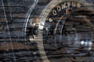 Kameraobjektiv schemenhaft versteinert