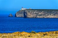 Leuchtturm auf der Steilküste am Kap Sankt Vinzenz, Cabo de São Vicente, Sagres, Portugal