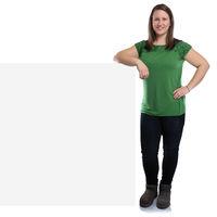 Junge Frau Werbung Marketing jung lachen mit leeres Schild leer Textfreiraum Copyspace Freisteller